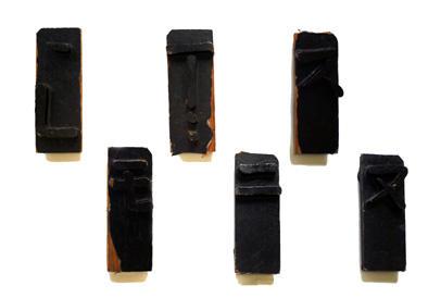 木彫漆塗文字